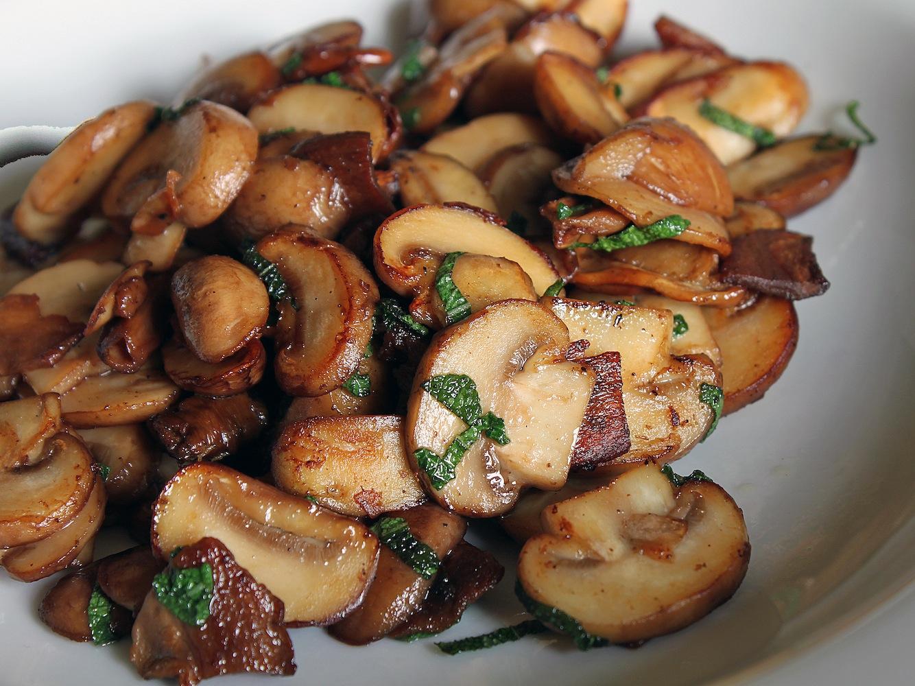 Грибы жареные с луком рецепт с фото пошагово